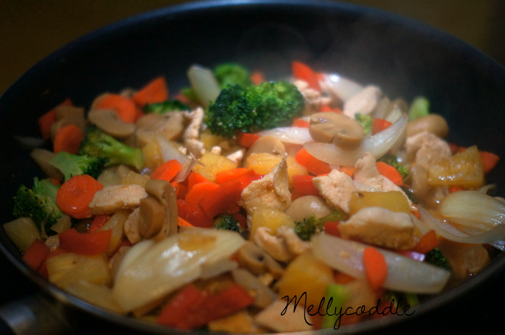 Chicken with Pineapple & Cashews Stir Fry
